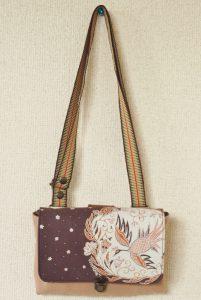 可愛い鳥模様のバティックのお財布代わりにもなるポシェット