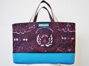 手織りの優しい風合いのバティックでB4サイズの大きめトートバッグ